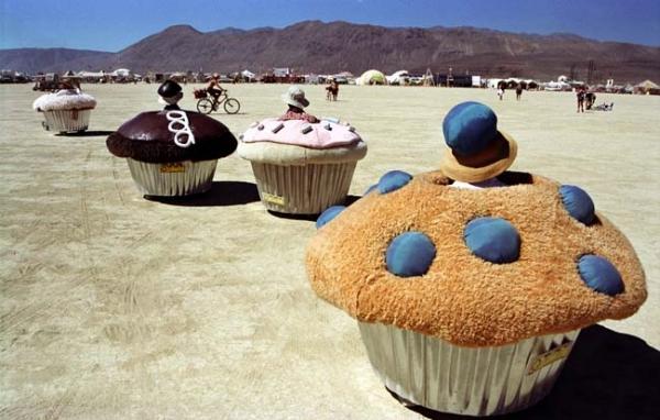Cup cakes speeding across the desert